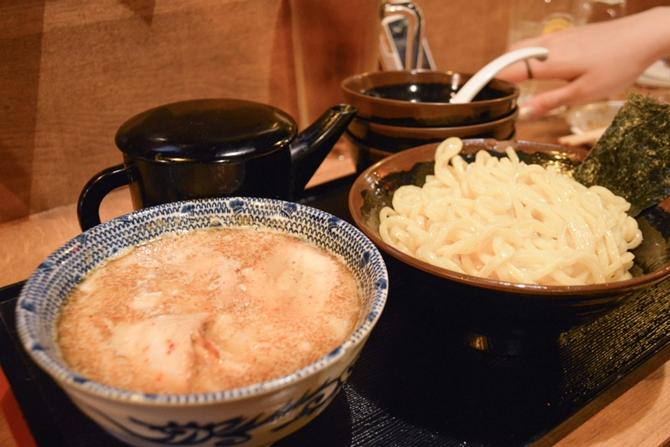 ラーメン系おつまみがヤミツキになる旨さ!新宿「大衆らーめん酒場桔梗」は激安だし24時間営業で最高だぞ