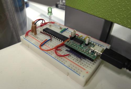 図5 「萌香」の制御回路はブレットボード上に実装